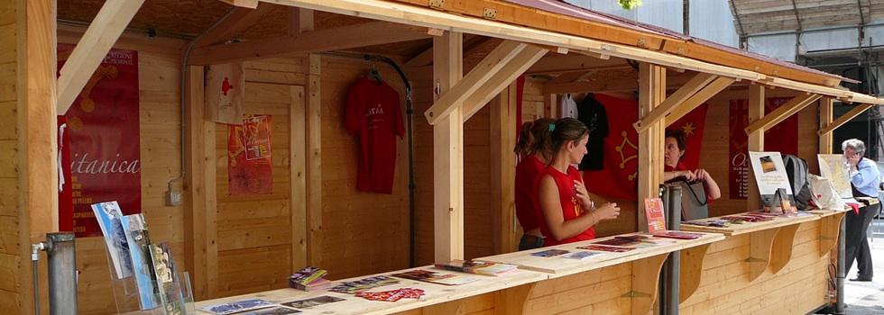 casetta doppia 7×2 utilizzata come ufficio alla festa degli Alpini di Dronero